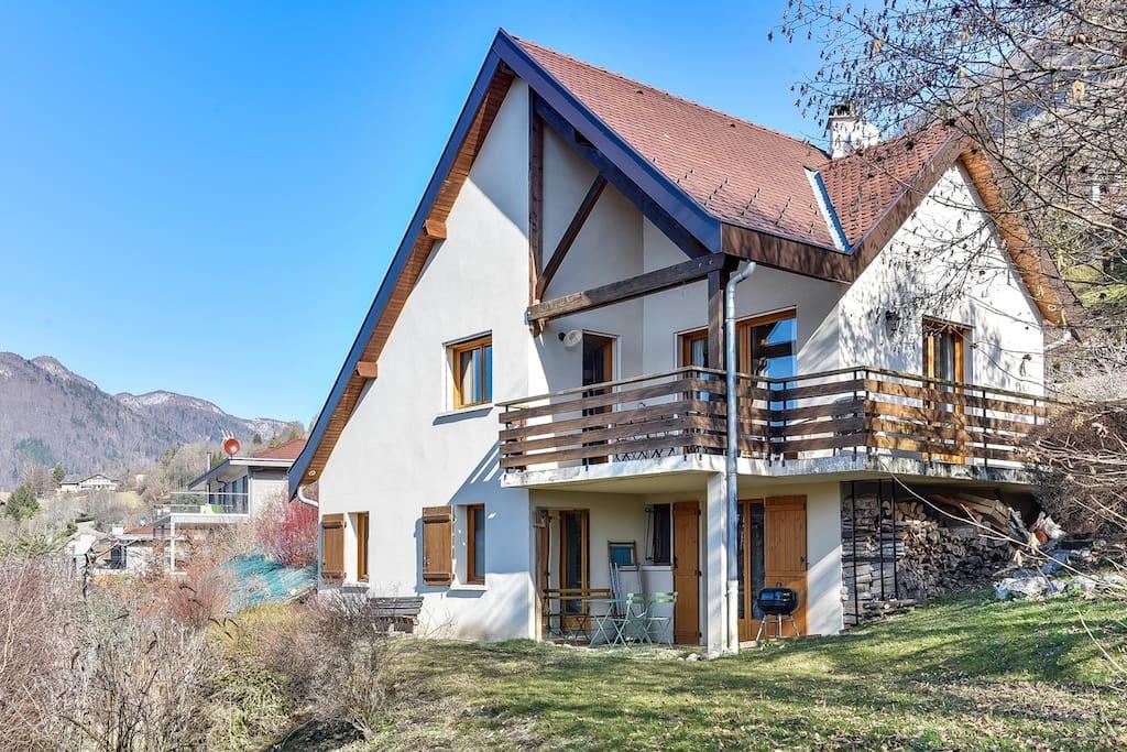 Charmante maison vue lac d annecy talloires maisons for Annecy maison a louer