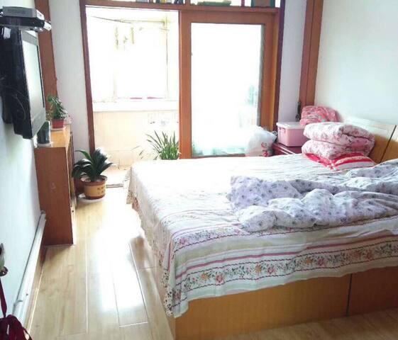 房间采光好敞亮,带阳台/干净整洁