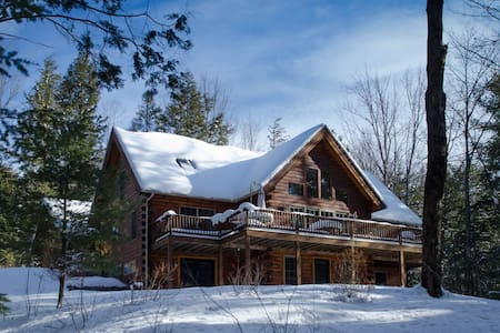 NEW! 5 Bedroom Luxury Quechee Log Cabin