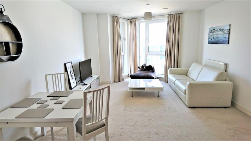 Home Hub - Ocean Village Apartment - Southampton - Apartament