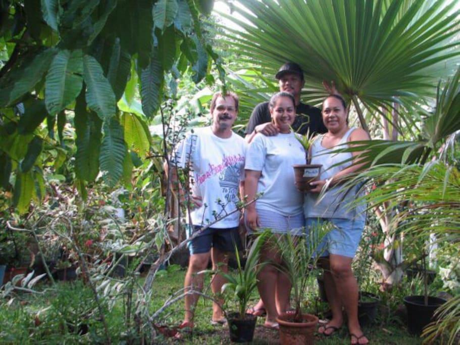 Notre joyeuse famille, prête à vous accueillir dans sa jungle !