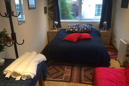 Quiet Norwich Room with Sauna & Private Entrance.