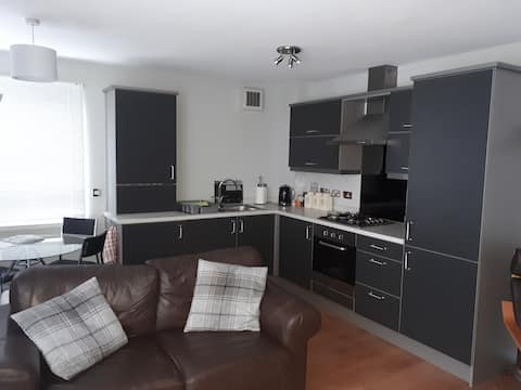Bright 1 Bedroom Apartment - Free Secure Parking