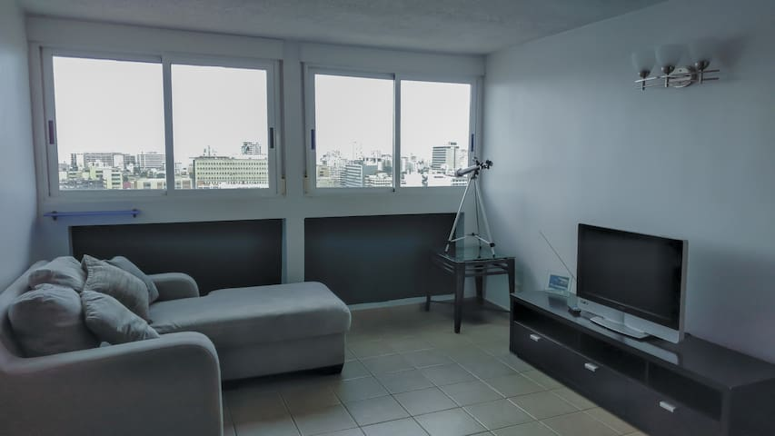 Great apt, high floor, awesome view