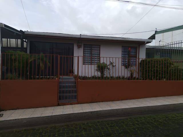 Indigo House = Diviértete, explora y descansa!!