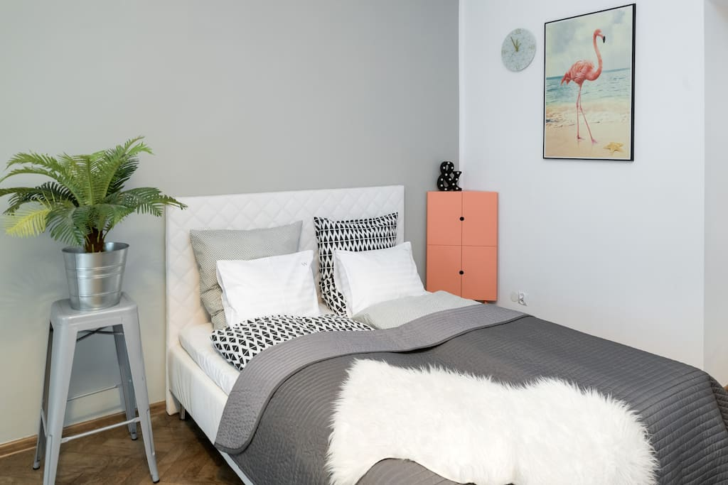Master bedroom / queen size bed (160x200)