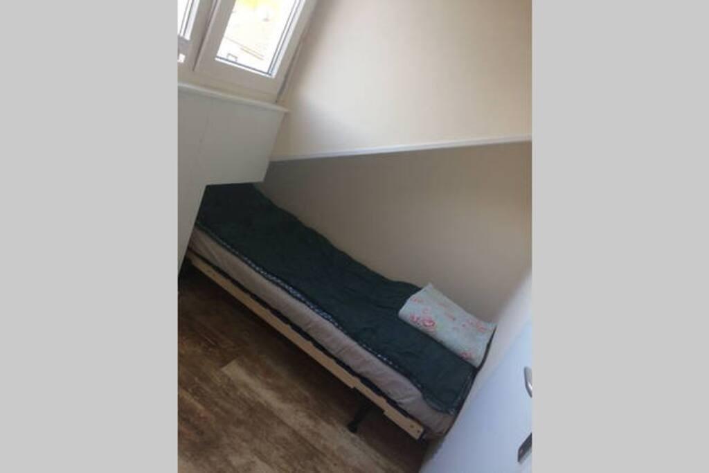 guestroom one bed
