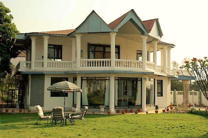 Luxurious 4BHK Villa Karjat