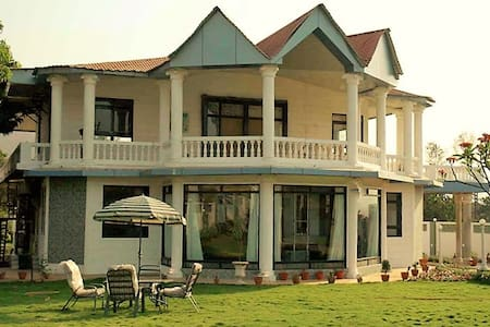 Luxurious 4BHK Villa with meals, Karjat - Karjat