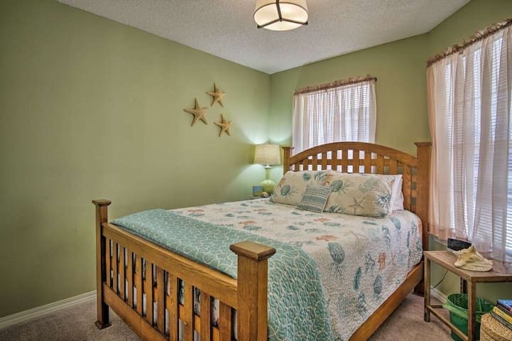 The second bedroom has a nice queen bed, luxurious linens and decorated in a fun beach vibe.