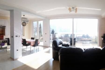 Breathtaking view New Modern Apartment - Kumbor - 아파트