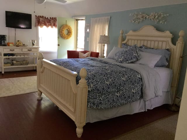 Cozy Cottage in Ocean Grove close to Asbury Park - Neptune Township
