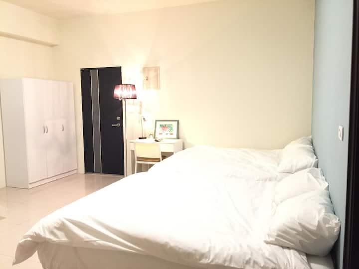 07超質四人房兩張雙人床, 瘋玩頭份尚順育樂世界, 南庄、竹南、三灣, 最方便、乾淨舒適的環境住所。