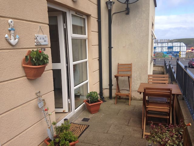 Ground floor with balcony marine court - Bundoran - Apartamento