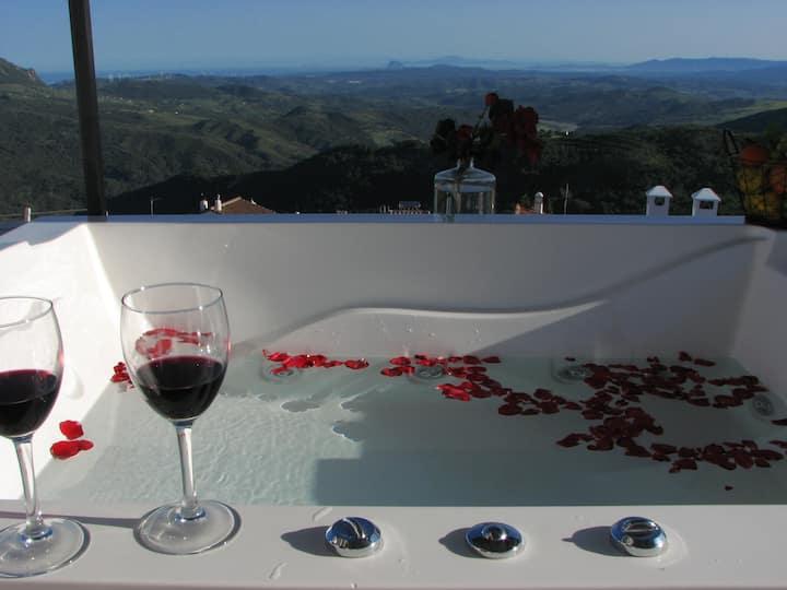 Gaucín con vistas, jacuzzi en terraza, y piscina
