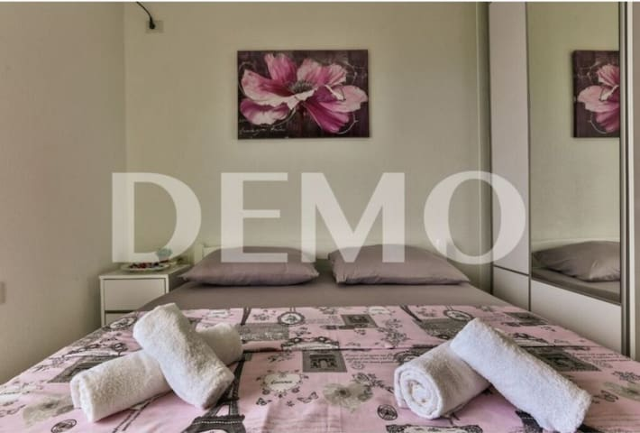 Stylish Decorated Apartment 5min From the Beach