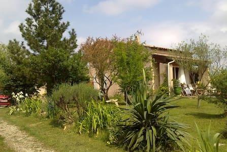 Chambre privée dans villa tranquille. - Saint-Mamert-du-Gard - Huis