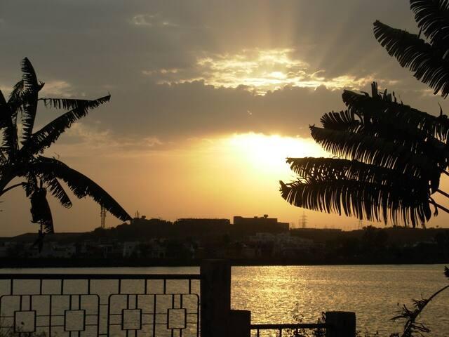 Comfortable Holiday Home @ Shahpura Lake