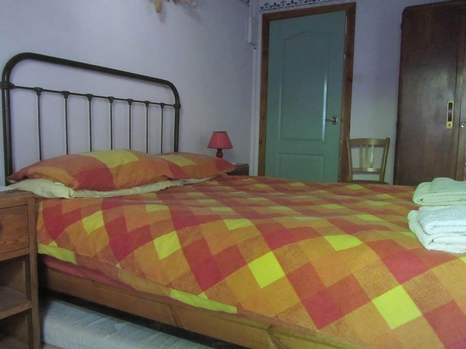 Homely b b near alpe d 39 huez chambres d 39 h tes louer for Chambre d hotes alpe d huez