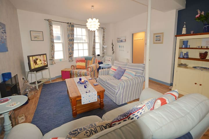 Fun dog friendly holiday home near the Jurassic Coast - great for water sports