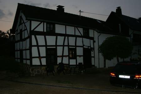 Authentiek vakantiehuis  - Hellenthal - Hus