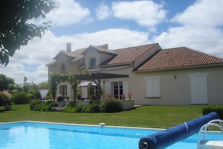 Villa op Domain de la Haute Prèze, Golfvilla - Montbron - วิลล่า
