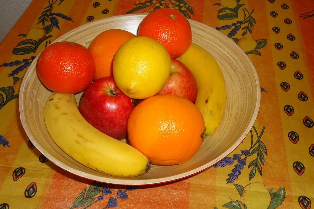 Accueil avec coupe de fruits.