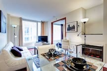 Large Bright 1BR Condo In Old Montreal