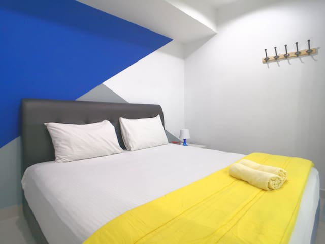 There is 1 king size bed with air conditioned at ground floor bedroom. Towels are provided to our guests.