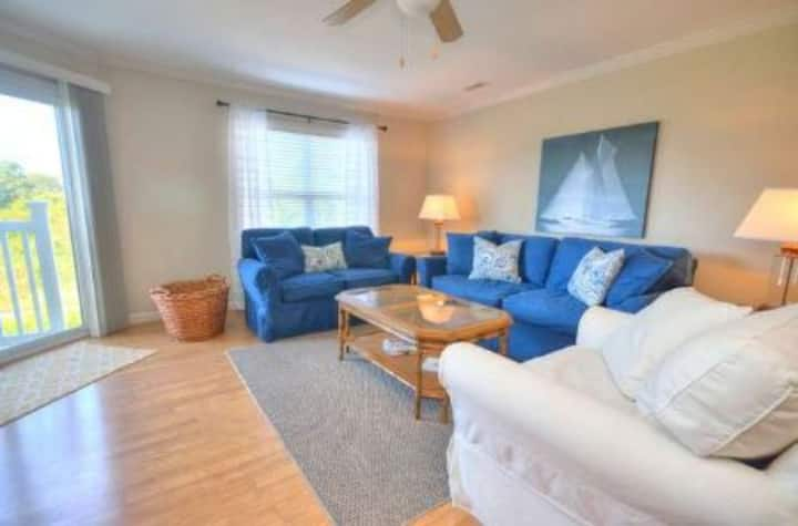 Ocean Walk 2104- 3 Bedrooms-2.5 Bath/Sleeps 8 w/ Pool, Elevator,& Close to Beach