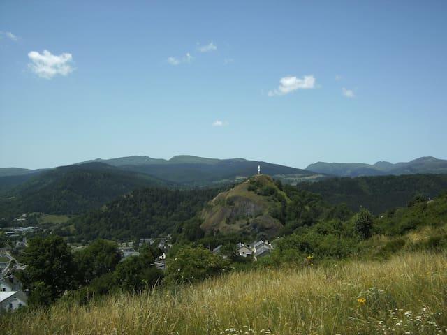 Gîte pour 1 ou 2 ou 3 - Murat Cantal Auvergne