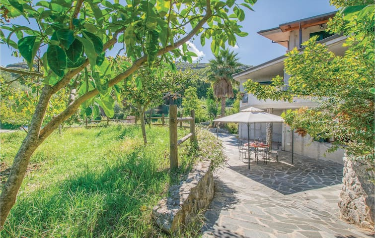 Semi-Detached with 2 bedrooms on 65 m² in Gasponi (VV)