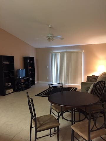 Very Clean 2/2 Condo - Inverness - Apartament