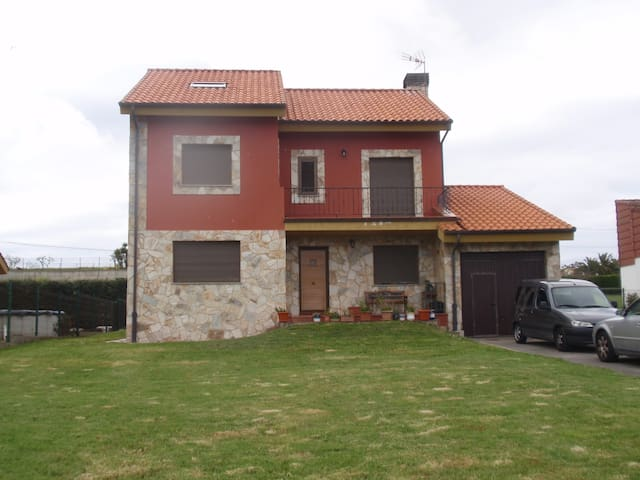 AMAZING HOUSE AT THE SPANISH COAST - Bañugues - Almhütte