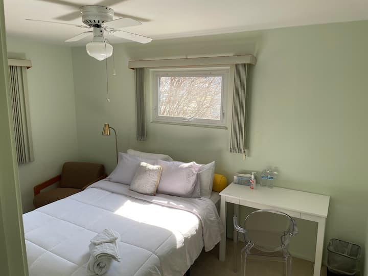 Comfy and Clean Bedroom Close to ND