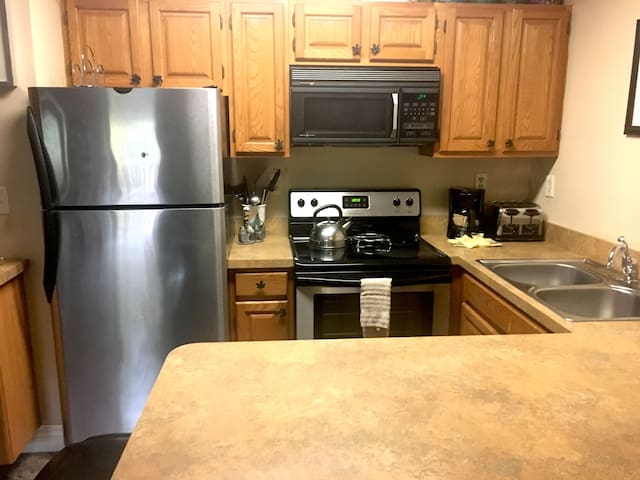 Sleeps 10! 3 Floor Condo, Attitash Mountain Resort