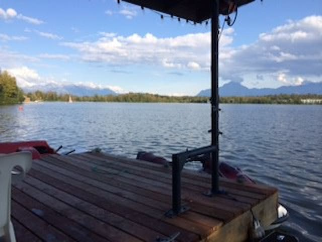 Comfy Lakefront Queen Room with possible 2nd room - Wasilla