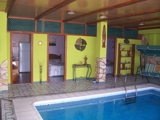 Suitable Dolphin blue heated indoor pool - Arucas - Apartament