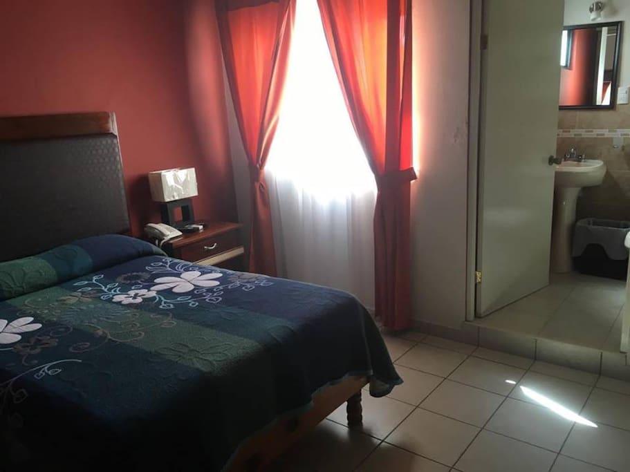 Habitación Sencilla (cuarto Num 7 con cama matrimonial, vista al jardín