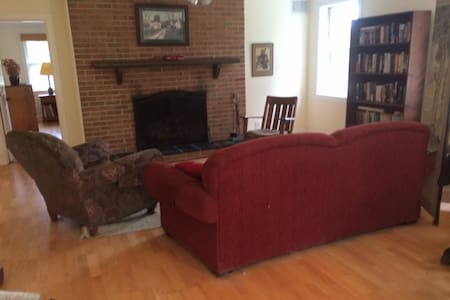 Comfortable farm apartment - Charlottesville - House
