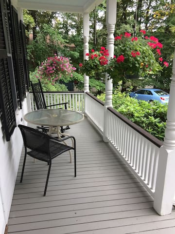 Private 3 Bed/1 Bath Suite - Beautiful Victorian