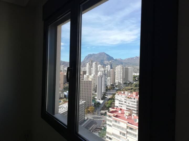Habitación Privada en Buena urbanización