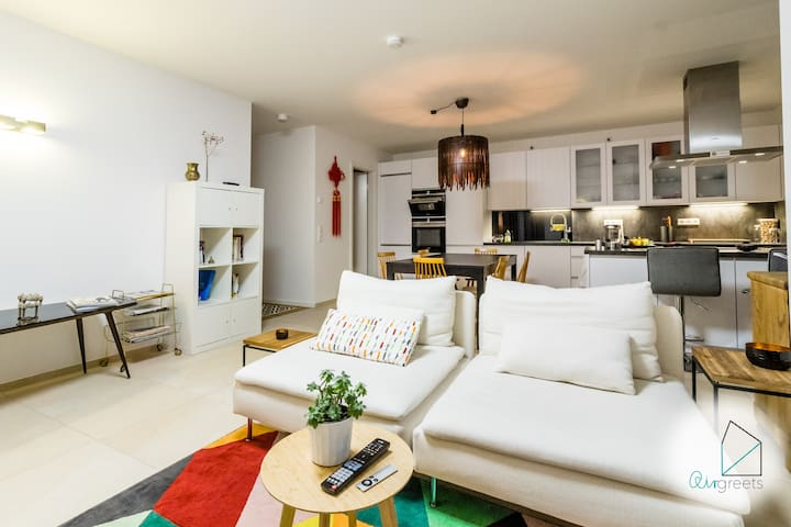 Modern & spacious 2 bedroom apartment with garden