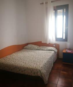 Linda y cómoda habitación en Castelldefells