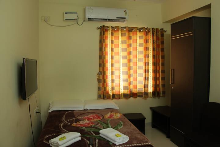 Furnished serviced apartment queen bed in rs puram
