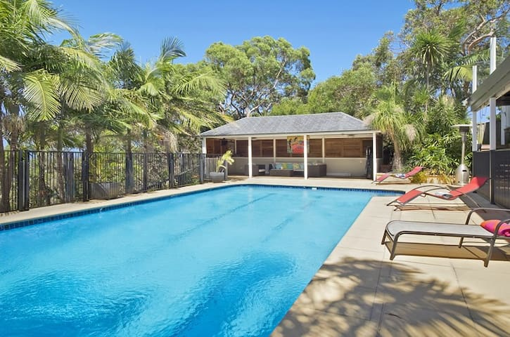 Stunning entertainer with LARGE saltwater pool - Allambie Heights