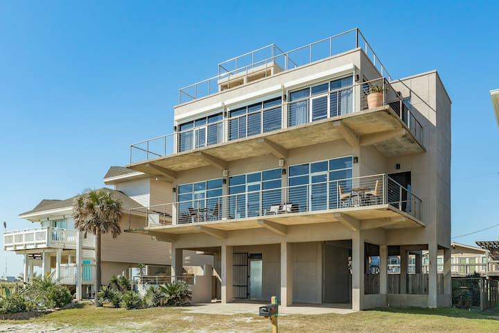 Airy oceanfront home w/ incredible floor-to-ceiling views, decks & beach access!