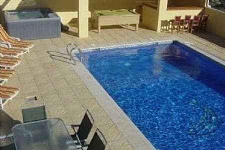 Peaceful villa 10x5 Pool-jacuzzi-snooker-mini golf