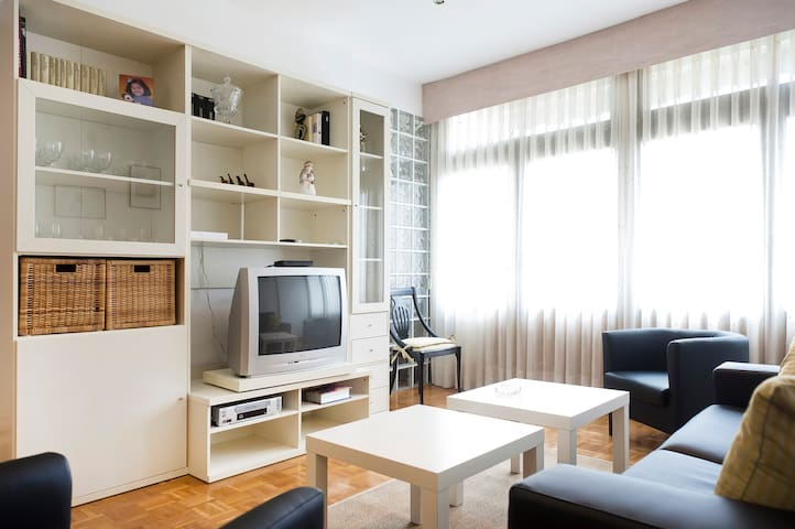 COMFORTABLE APARTMENT IN THE CENTER OF BARCELONA