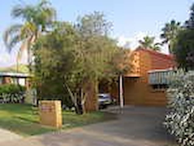Szephora House - Location, location - Tamworth - Huis